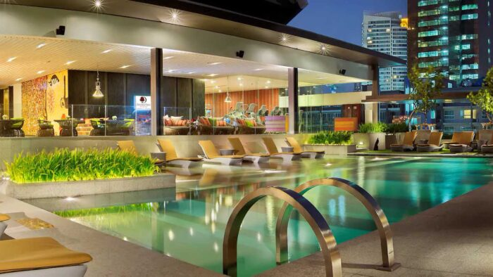 DoubleTree by Hilton Pool
